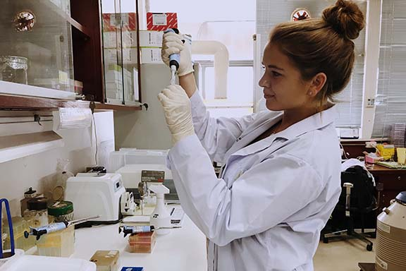Thailand program student in a lab